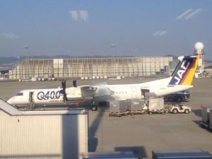 鹿児島空港でスリル満点のワンバウンド着陸を行なったプロペラ機。