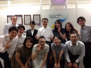 僕の左側にいるのがヨコヤマさん。まだ(あたりまえだけど)初々しい表情だね(^o^)